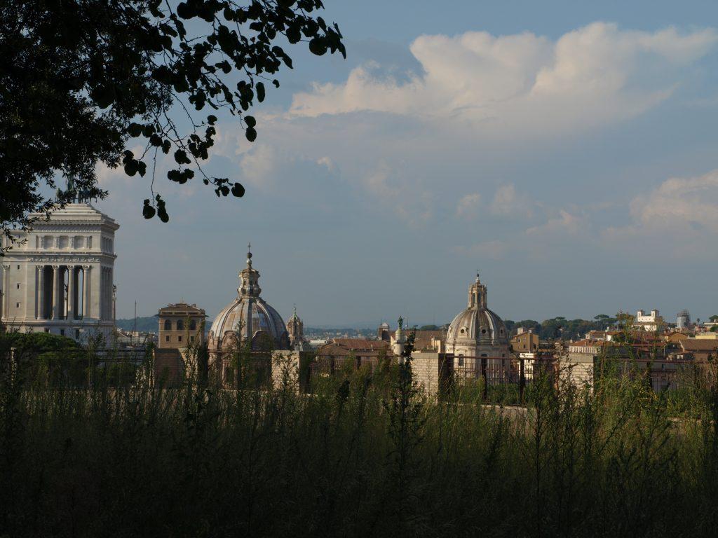 Vue sur Rome depuis les le forum Romain