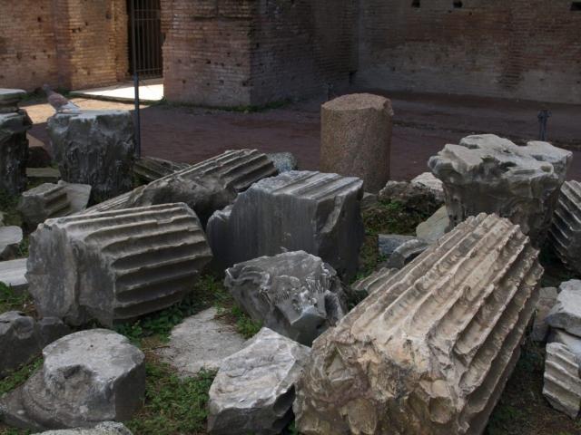 Anciennes colonnes du forum Romain