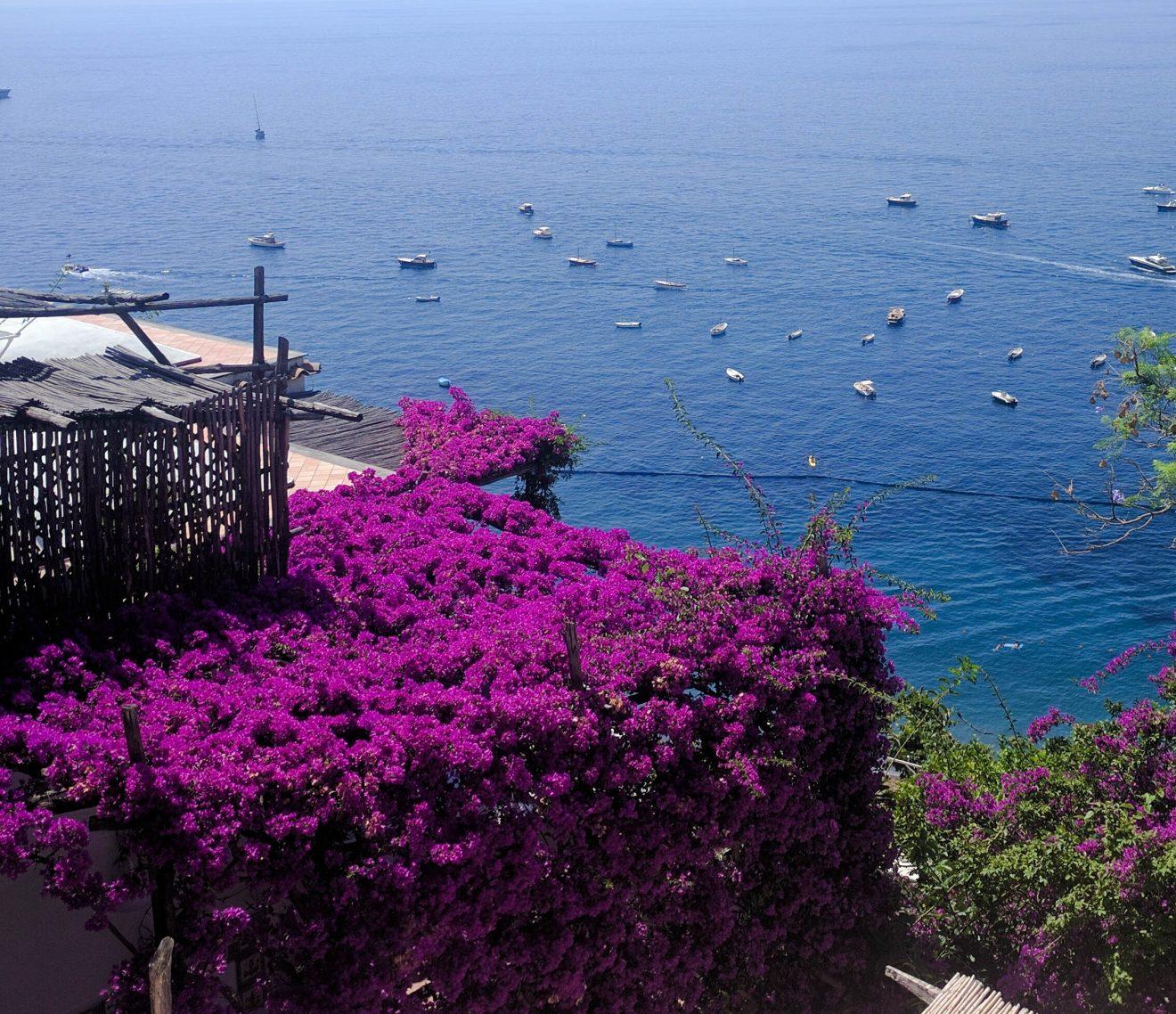Villa, bateaux, et fleurs à Positano