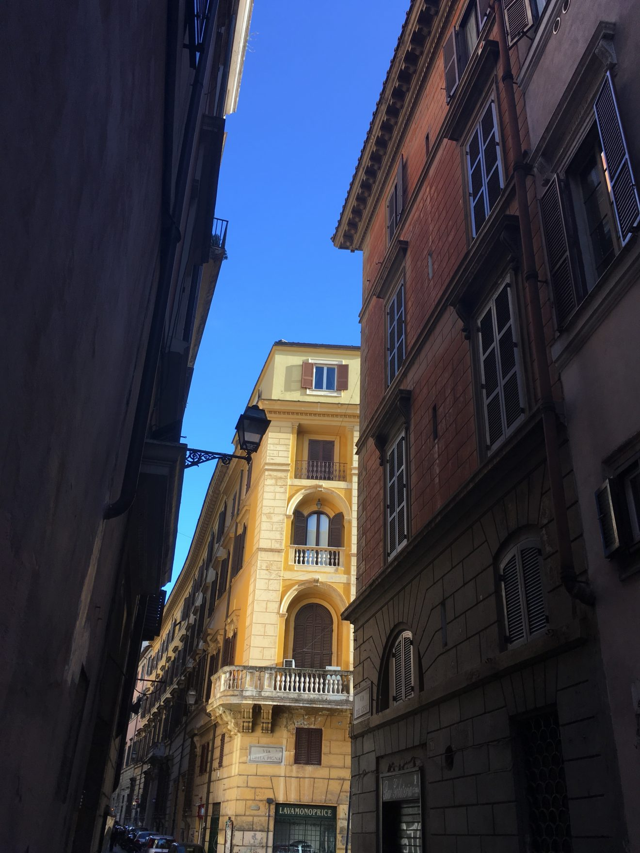 Immeuble coloré dans les rues de Rome