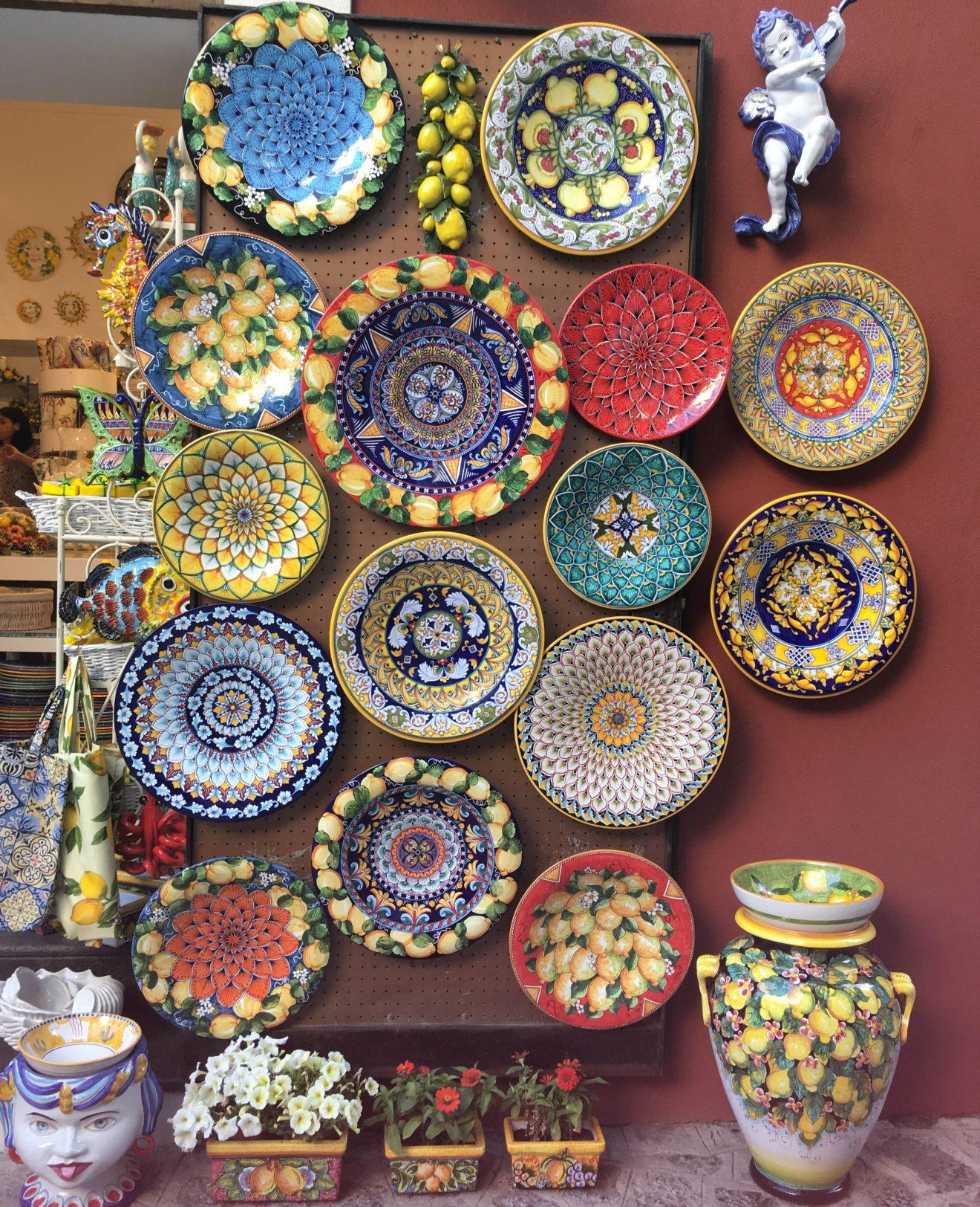 Assiettes en mosaïques à Amalfi