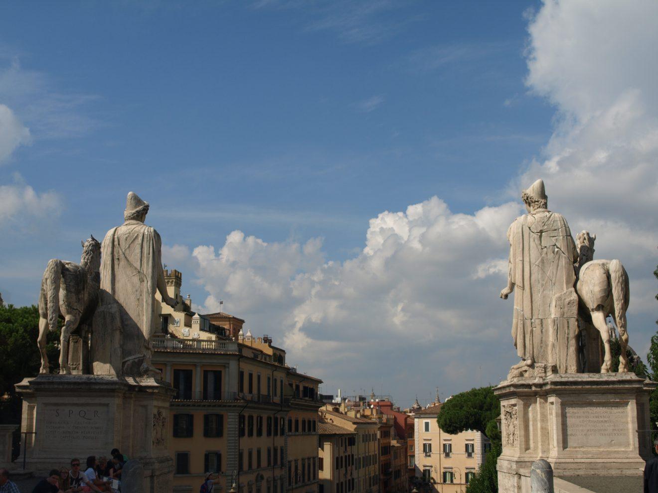 Les statues de Castor et Pollux place du Capitole à Rome